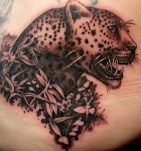 Tatuagens-masculinas-felino-costas