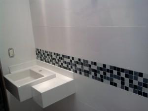 banheiros-decorados-com-pastilhas-24