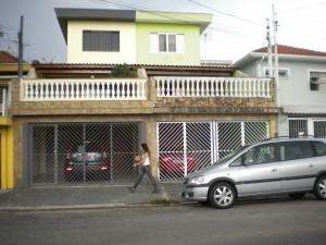 fachadas-de-sobrados-com-varanda-10
