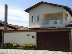 fachadas-de-sobrados-com-varanda-12