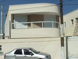 fachadas-de-sobrados-com-varanda-26