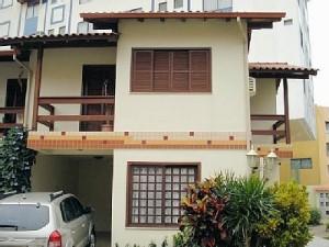 fachadas-de-sobrados-com-varanda-4