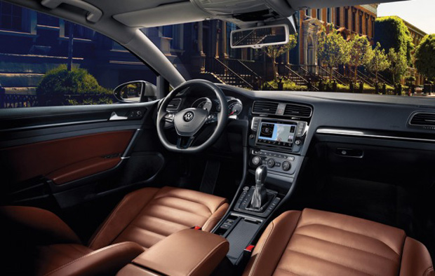 Interior do novo modelo do Golf versão 2014. (Foto: Divulgação / VW)