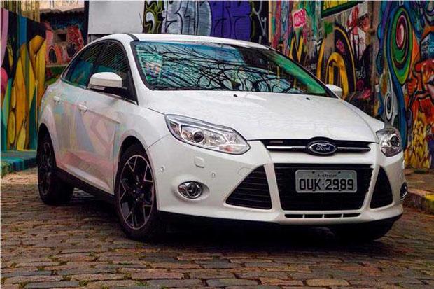 ford-focus-sedan-foto