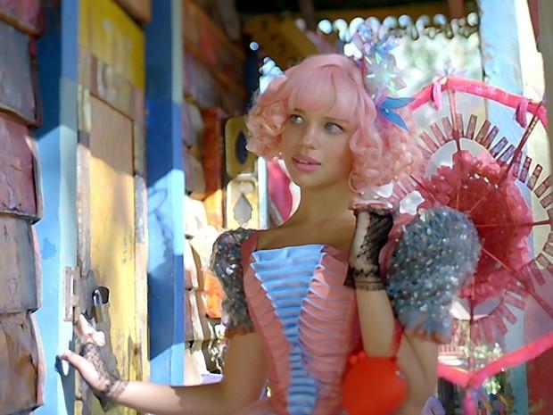 Bruna Linzmeyer com cabelo rosa. (Foto: Reprodução)